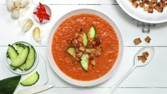 Varm gazpacho med strimlet svinekjøtt