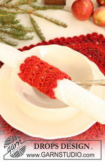 """Crochet DROPS table mat and serviette ring in """"Delight"""" and """"Alpaca"""" for Christmas. ~ DROPS Design"""