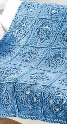 Boa tarde amigas!     Trouxe essa linda manta para vocês!   Os quadrados ficam grandes e lindos!   Achei esse azul lindo!     Fiquem co...
