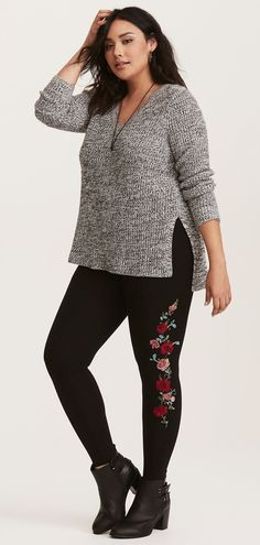 Plus Size Embroidered Floral Cropped Leggings
