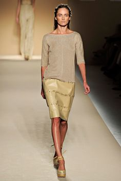 Max Mara Spring 2012 Ready-to-Wear Collection Slideshow on Style.com