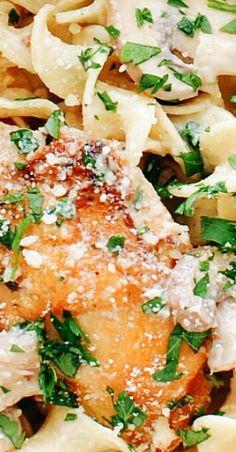 Creamy Chicken and Mushroom Pasta - Chicken Recipes Best Pasta Recipes, Chicken Pasta Recipes, Healthy Dinner Recipes, Easy Recipes, Pasta Dishes, Food Dishes, Fettucine Alfredo, Paleo, Butter Pasta