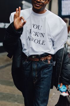 I don't know who this man is, but I think I love him. Also: his phone case. Is this the same guy with the platform rust-colored boots? The Best Street Style From London's Fall 2017 Men's Shows Street Style Trends, Look Street Style, Mens Street Style 2018, Street Outfit, Street Wear, Moda Emo, Mein Style, Mens Fall, Style Snaps