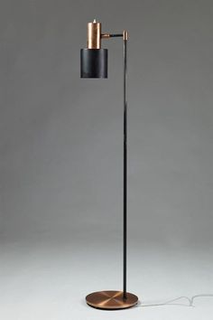is much more than a decorative lamp! If you love mid-century modern lighting design, you need to see this modern floor lamp. Interior Lighting, Home Lighting, Modern Lighting, Lighting Design, Lighting Ideas, Deco Luminaire, Luminaire Design, Lamp Design, Chair Design