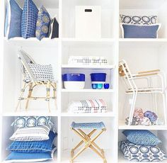Summer shelfie courtesy of at the LA Design Shop. My Design, Design Shop, Home Decor Shops, Shelfie, Store Displays, Bookshelves, Sweet Home, Blue And White, Design Inspiration