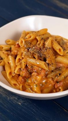 Easy Dinner Recipes, Pasta Recipes, Cooking Recipes, Italian Dishes, Italian Recipes, Penne, Tasty Videos, Zucchini Pasta, Savoury Dishes