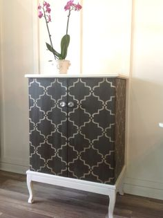 Stencil design was painted with a mix of French Linen, Graphite and Artisan Enhancements Pearl Plaster.  Lovely piece by Brushstrokes by MaryAnne.