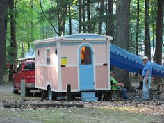 Glamper playhouse remodel ideas 19 - Savvy Ways About Things Can Teach Us Vintage Caravans, Vintage Trailers, Vintage Campers, Shabby Chic Caravan, Camping Must Haves, Camping Ideas, Mobile Home Exteriors, Tin Can Tourist, Tiny House Exterior