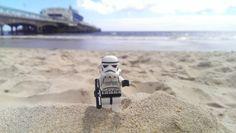 Amuzo's Star Wars Stormtrooper enjoying the sunny weather on beach. Bournemouth Beach, Sunny Weather, Lego Star, Sunnies, Star Wars, Sea, Studio, Sunglasses, The Ocean