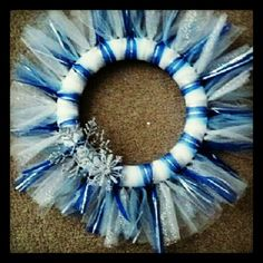 Christmas tulle wreath using blue and white tulle