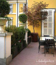 Roof Terrace in Torino, Italy. Designed by Gabriella Mazzola (ilsolenelgiardino.it)