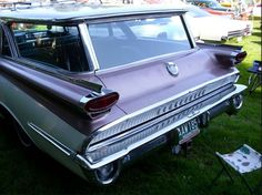1959 Oldsmobile Wagon.  My grandpa had this car.  I still remember how it smelled.  I loved this car!