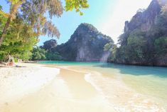Hong Island – A perfect day tour from Krabi  Hong Island, also known as Koh Hong, is located in the Krabi Province, in South of Thailand. The island is known for its impressive limestone formations and for that, it's certainly one of the most beautiful places in Thailand. But not only the limestone cliffs [...] Der Beitrag Hong Island – A perfect day tour from Krabi erschien zuerst auf PlacesofJuma.