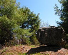 Roche erratique vers le mont Cathédrale Crédit photo : MG Guiomar