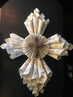 Vintage Hymnal Paper Cone Cross Wreath by KKsStore on Etsy / Old Book Crafts, Book Page Crafts, Newspaper Crafts, Cute Crafts, Decor Crafts, Crafts To Make, Diy Crafts, Geek Crafts, Easter Crafts