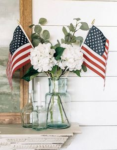 10 Memorial Day Decorations Inspired by Instagram. Memorial Day holiday decor, wreaths, signs and DIY ideas for thesse patriotic holiday celebration. #memorialdaydecor #memorialdaydecorations #diydecorations #holidaydecorations #blueskyathome