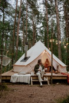 7Best Glamping Places In Europe - Save A Train Glamping France, Luxury Glamping, Luxury Tents, Go Camping, Camping Hacks, Camping Menu, Westerns, Rv Camping, Campfires