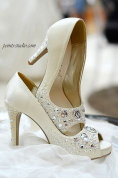 The BLING wedding shoes made by marryed.com