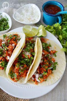 Tacos de pollo al pastor (receta muy fácil & deliciosa) I Love Food, Good Food, Real Mexican Food, Best Mexican Recipes, Ethnic Recipes, Mexico Food, Cooking Recipes, Healthy Recipes, Mexican Dishes