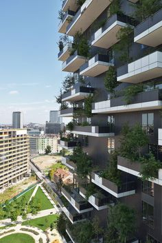 #NosGusta #NosInspira Bosco Verticale Boeri Studio (Stefano Boeri, Gianandrea Barreca, Giovanni La Varra) Italian architect Stefano Boeri designed this high-rise apartment buildings using trees and vegetation for its...