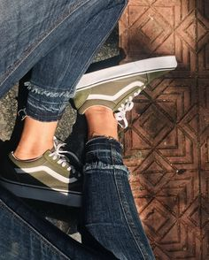 Autumnal Vibes  # You're It: Five of our favorite #VansGirls photos from IG last week.  Tag @vansgirls or #vansgirls on Instagram so we can post your photos here. And you never know, your photo may end up on vans.com!  Via @kilanil