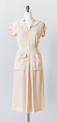 MIst Over Moher Dress | vintage 1940s cream large pocket day dress
