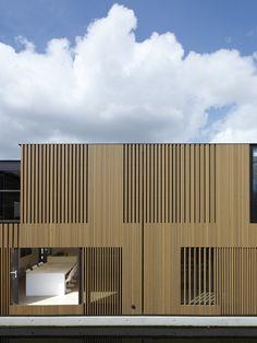 Casa sobre el agua / Framework Architects + Studio Prototype