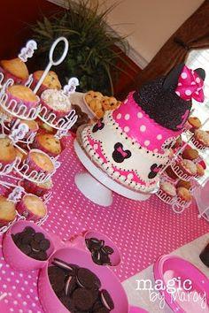 Minnie Mouse birthday party! Sooooo Cute