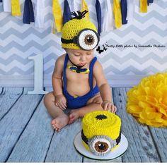 Minion. Cake smash. Baby boy