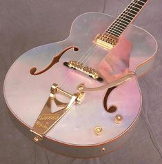 Image uploaded by watermelon. Find images and videos about pink, music and guitar on We Heart It - the app to get lost in what you love. Guitar Design, Music Aesthetic, Pink Aesthetic, Aesthetic Vintage, Aesthetic Grunge, Ukulele, Guitar Chords, Acoustic Guitar, Bijoux Fil Aluminium