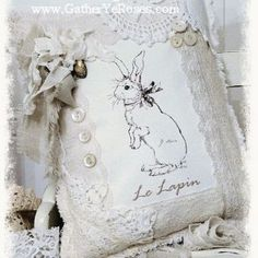 Love this bunny and lace pillow! Just in time for Easter Custom Pillows, Decorative Pillows, Decoration Shabby, Shabby Chic Pillows, Sewing Pillows, Linens And Lace, Shabby Vintage, Vintage Lace, Vintage Easter