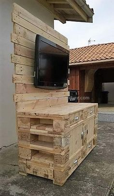 Use Pallet Wood Projects to Create Unique Home Decor Items – Hobby Is My Life Palette Furniture, Reclaimed Wood Furniture, Diy Pallet Furniture, Diy Pallet Projects, Pallet Ideas, Unique Home Decor, Home Decor Items, Pallet Creations, Wood Pallets