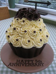 Like this design for giant cupcake