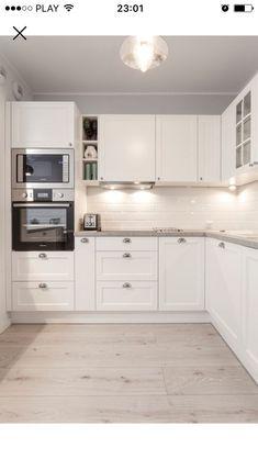 75 Different Shades Of White Kitchen Cabinets What Color Walls with White Kitchen Cabinets Unique Kuchnia Styl Kitchen Room Design, Kitchen Cabinet Design, Home Decor Kitchen, Kitchen Layout, Interior Design Kitchen, New Kitchen, Home Kitchens, Kitchen Ideas, Kitchen Wood