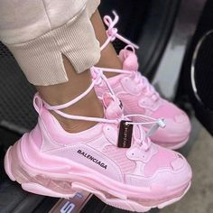 balenciaga shoes sneakers street styles/outfit with balenciaga shoes/womens outfit style Cute Sneakers, Sneakers Mode, Girls Sneakers, Sneakers Fashion, Fashion Shoes, Shoes Sneakers, Nike Fashion, Fashion Clothes, Fashion Fashion