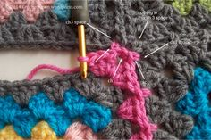 Excellent Photo Tutorial & Diagram Of Join-As-You-Go Granny Squares.  End Result Is Very Tidy Looking.