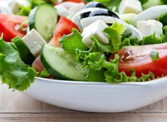This page contains greek salad recipes. A delicious, nutritious dish with many variations to serve for lunch or dinner. Caprese Salad, Cobb Salad, Traditional Greek Salad, Greek Salad Recipes, Potato Salad, Salads, Lunch, Dishes, Cooking