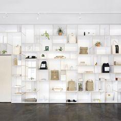Retailtrend stilte: Thisispaper maakt gebruik van lichte kleurpaletten, natuurlijke materialen en groene planten om een menselijk en verstillende omgeving te creëren #Retail #trend #stilte