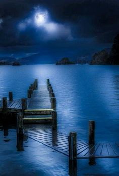 An enchanted dream . Moonlight on the water Beautiful Moon, Beautiful World, Beautiful Places, Moon Pictures, Pretty Pictures, Image Bleu, Shoot The Moon, Blue Aesthetic, Blue Moon