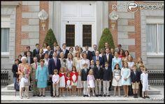 Résultats Google Recherche d'images correspondant à http://static1.purepeople.com/articles/4/80/77/4/%40/626916-la-famille-royale-d-espagne-...