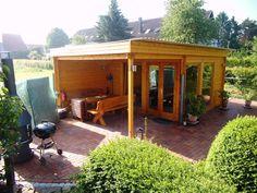 Rustikales und modernes Flachdach Gartenhaus mit großem Grillplatz ...