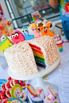 A fabulous party with muppets letter alphabet, fresh flower centerpieces, the animal, Dr. Pepper vintage posters & many more muppets party ideas. Rainbow Birthday, Baby Birthday, Birthday Cakes, Cake Rainbow, Birthday Ideas, Rainbow Theme, Muppet Babies, Colorful Cakes, Let Them Eat Cake