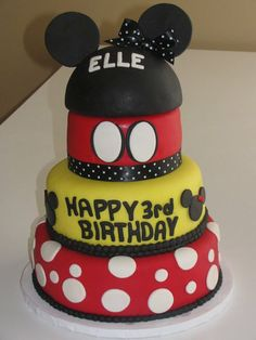 mickey mouse & minnie mouse cake Mickey Birthday Cakes, 1st Bday Cake, Mickey Party, Mickey Mouse Parties, Birthday Cake Girls, 2nd Birthday, Birthday Ideas, Mickey Mouse Food, Minnie Mouse Cake