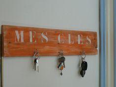 porte clé mural en bois original avec porte courrier pratique ...