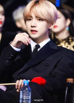Find images and videos about bts, v and taehyung on We Heart It - the app to get lost in what you love. Daegu, Korean Boy Bands, South Korean Boy Band, K Pop, V Bts Cute, Jimin, Golden Discs, Golden Disk Awards, Kim Taehyung