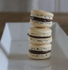 Snickersmakroner – Let's Bake Macarons, Cookies, Baking, Meringue, Food, Crack Crackers, Merengue, Biscuits, Bakken
