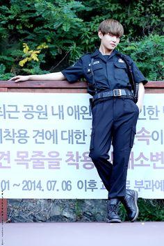 Bangtan Boys ❤ Taehyung (v) Daegu, Bts Bangtan Boy, Bts Jungkook, K Pop, Ulzzang, Kim Taehyung, Bts Korea, Bulletproof Boy Scouts, Album Bts