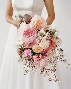Get inspired: Romantic pink cherry blossom branches in this #wedding bouquet. Beautiful!