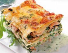Lasagnes saumon et épinards 1 boîte de lasagnes précuites 300 g de saumon fumé 500 g d'épinards en branches surgelés parmesan 50cl de crème liqude sel, poivre et beurre