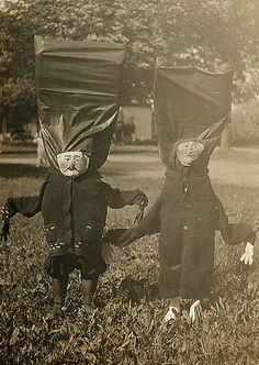 20 Incredibly Bizarre Vintage Halloween Costumes – Flavorwire